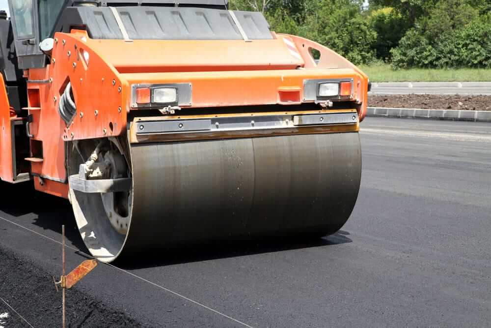 Sealcoating Your Asphalt Parking Lot: Your Best Defense Against Wear and Tear